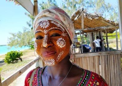 maquillage sur îlot-mazavaloha-ecole-kite-mer-emeraude-madagascar